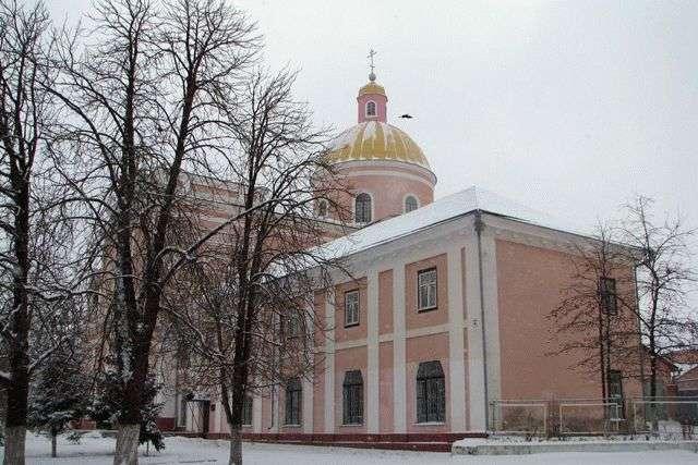 На Вінниччині пенсіонер розмальовував стіни кафедрального собору