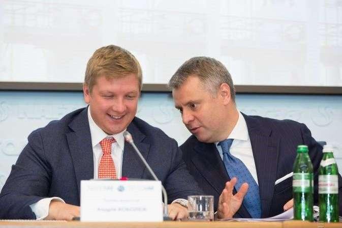 Генеральний директор«Нафтогаз України» Андрій Коболєв (ліворуч) і директор з розвитку бізнесу Національної акціонерної компанії «Нафтогаз України» Юрій Вітренко - Маленькі секрети великої бухгалтерії. За що менеджери «Нафтогазу» отримують премії