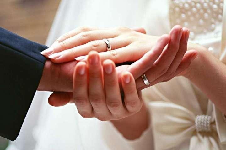 В Україні в День закоханих молодих будуть одружувати до півночі