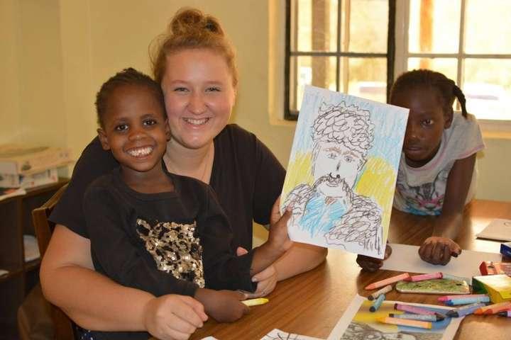 В Кении дети-сироты рисовали портреты Тараса Шевченко