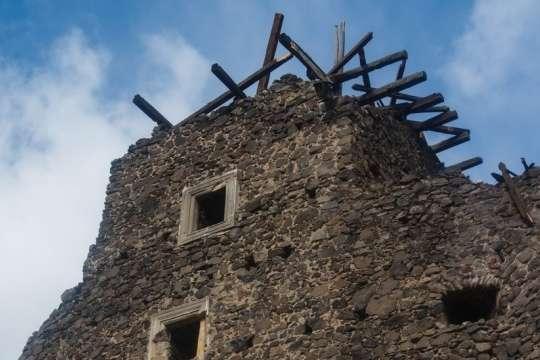<p>Невицький замок залишився без даху&nbsp; Об этом сообщает <a href=