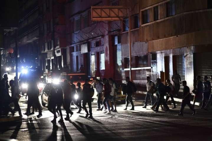 <p>Протягом кількох останніх днів Венесуела переживає масові перебої з електрикою Об этом сообщает <a href=