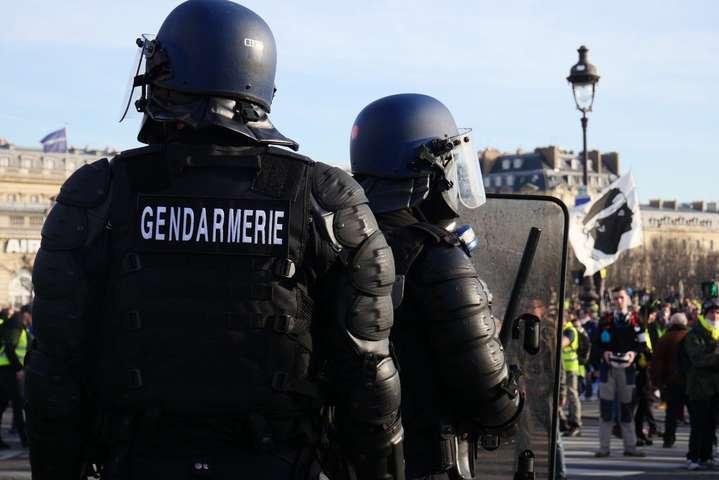 Французькі поліцейські щосуботи затримують на акціях протесту кілька мітингувальників, які влаштовують безлади