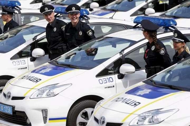 У Нацполіції кажуть, що зарплата патрульного у Києві стартує від 13 тисяч гривень