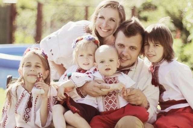 На сьогодні в Україні стоять на обліку 334 тис. багатодітних сімей - В Україні підвищують допомогу багатодітним сім'ям