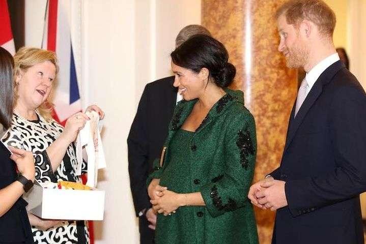 Принц Гарри и Меган Маркл - Меган Маркл и принцу Гарри получили первые подарки для будущего первенца