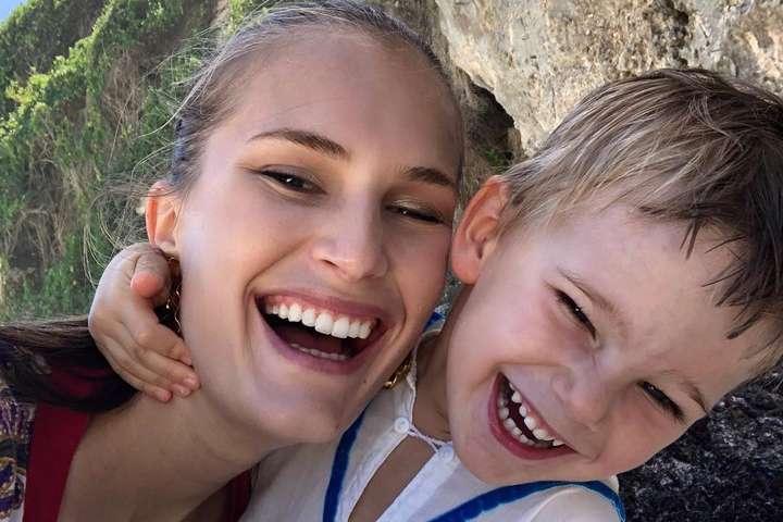 Алла Костромичева с сыном - Алла Костромичева призналась, что никогда не повышает голос на сына