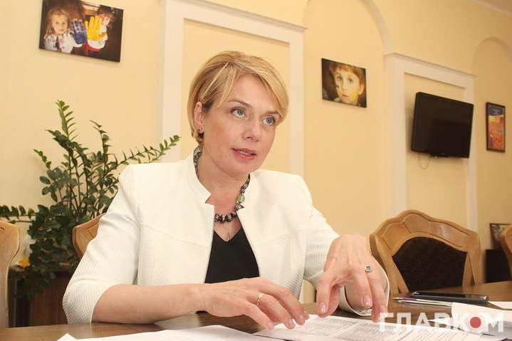 <div class=&quot;alt&quot;>Міністр освіти і науки Лілія Гриневич</div> <p> &#8212; Гриневич заявила, що Угорщина платить українським вчителям за викладання угорською&#187;></p></div> <div class=