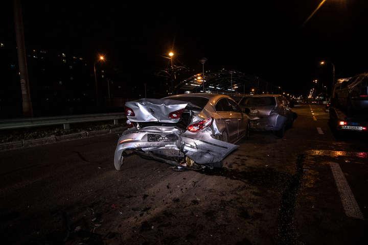 Найбільше постраждали Skoda і Volkswagen - На проспекті Леся Курбаса Skoda влаштувала серйозну ДТП (фото, відео)