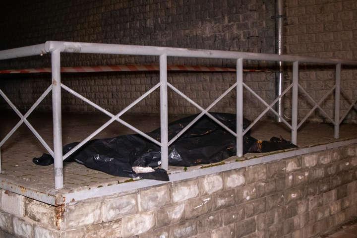 Чоловік загинув відразу на місці падіння - На Дніпровській набережній чоловік випав з 21 поверху