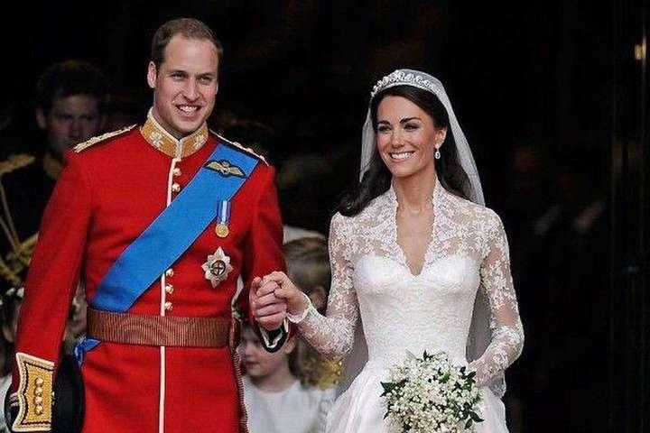 <p>Принц Уильям и Кейт Миддлтон</p> <p> &#8212; Принц Уильям повторил поступок отца, стоя у алтаря с Кейт Миддлтон&#187;></p></div> <div class=