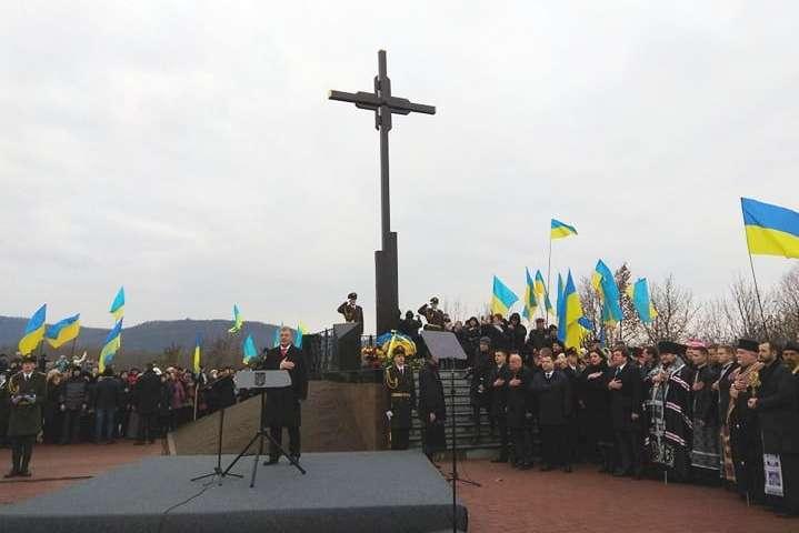 Президент Петро Порошенко 15 березня відвідав Закарпаття - Порошенко доручив збільшити зарплатню гірсько-штурмовим бійцям на 23%