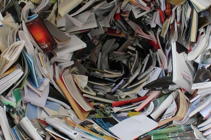 Автори книг з РФ дотепер пропагуютькомуністичний тоталітарний режим таімперські геополітичні доктрини - Держкомтелерадіо заборонив ввіз 23 книг з Росії