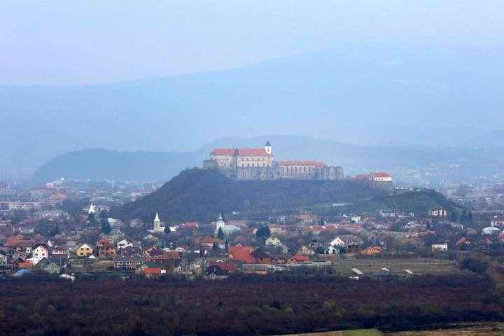 <p>&amp;laquo;Закарпаття заслуговує того, щоб стати &amp;laquo;туристичною Меккою&amp;raquo; України і&amp;nbsp; всієї Європи&amp;raquo;, &#8212; зауважив Порошенко</p> <p> &#8212; Порошенко хоче, щоб Закарпаття стало «туристичною Меккою» України і Європи&#187;></p></div> <div class=