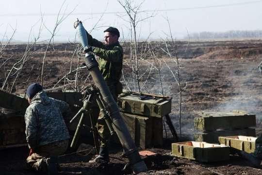 Доба на Донбасі: бойовики з мінометів обстріляли українських військових