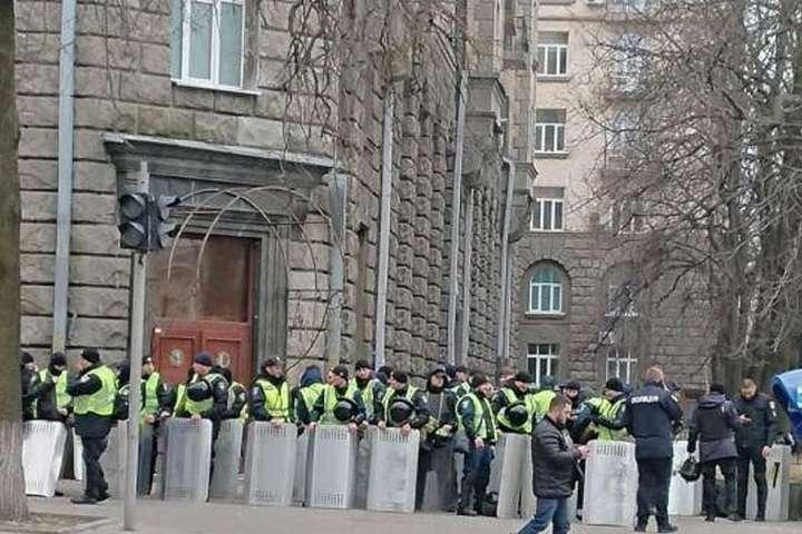 Центр Києва через акцію націоналістів охороняють тисячі поліцейських (фото)