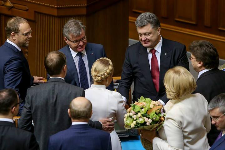 Порошенко в другому турі мінімально виграє у Тимошенко – опитування