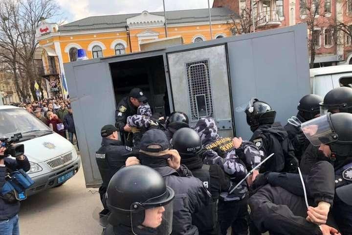 «Нацкорпус» перекрикував Порошенка під час мітингу Полтаві (відео)