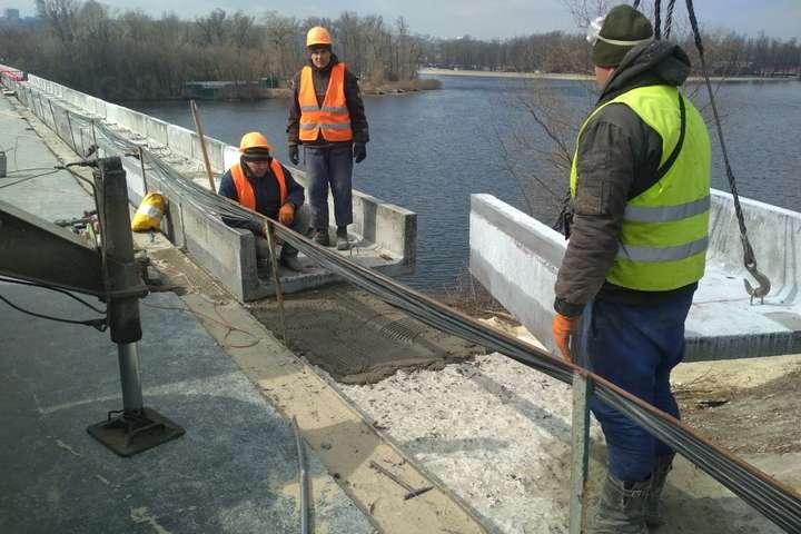 Дорожники показали, на якій стадії ремонт мосту Метро (фото, відео)