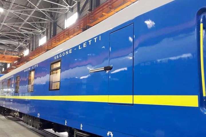 «Укрзалізниця» похвалилась новими вагонами з душем