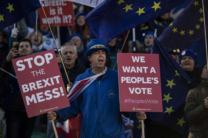 <p>Петиція за скасування Brexit уже стала найпопулярнішою з усіх звернень, які коли-небудь публікувалися на сайті британського парламенту</p> - Петицію про скасування Brexit підписали вже понад п'ять мільйонів осіб