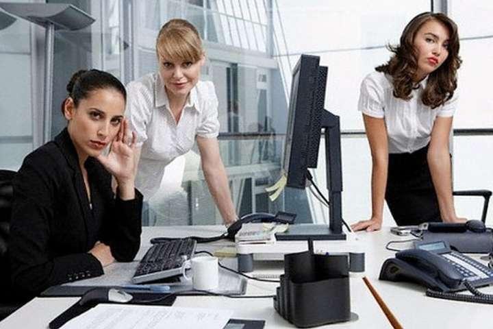 Эффект «роковой женщины» мешает красавицам становиться руководителями