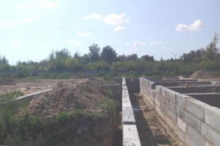 Казарми для військовослужбовців повинні були побудувати на території міста Новоград-Волинський Житомирської області - Столичну компанію звинувачують у привласненні 14 млн грн, виділених на будівництво казарм