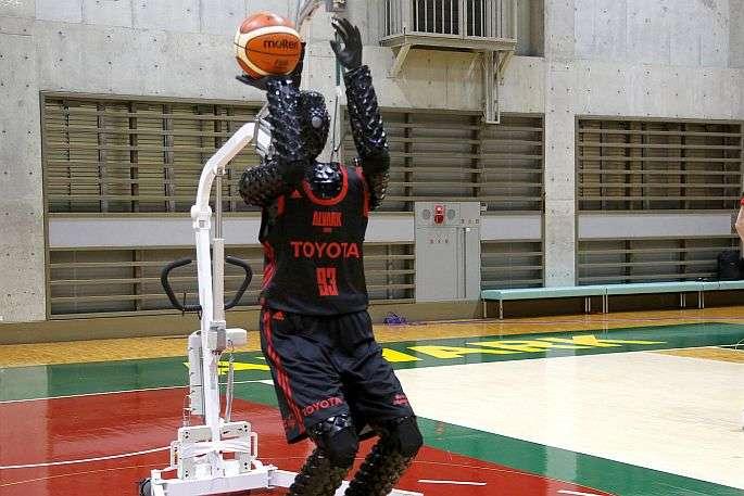 Штучний баскетболістCue 3 - У Японії вдосконалили робота-баскетболіста (відео)