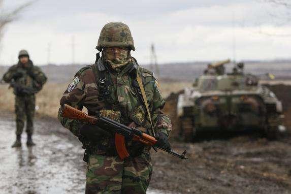 Доба на Донбасі: один військовий загинув, двоє поранені