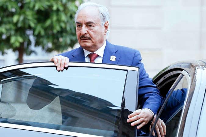 Командувач Лівійської національної армії маршал Халіф Хафтара — Військова прокуратура Лівії видала ордер на арешт маршала Хафтара