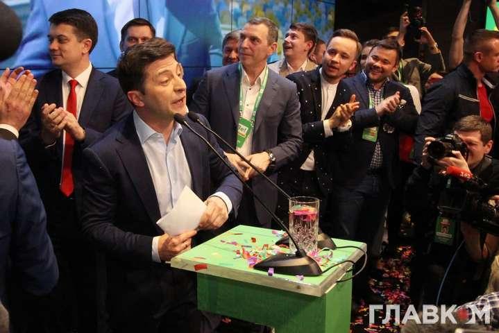 Зеленський подякував за перемогу родині і прибиральницям (фото)