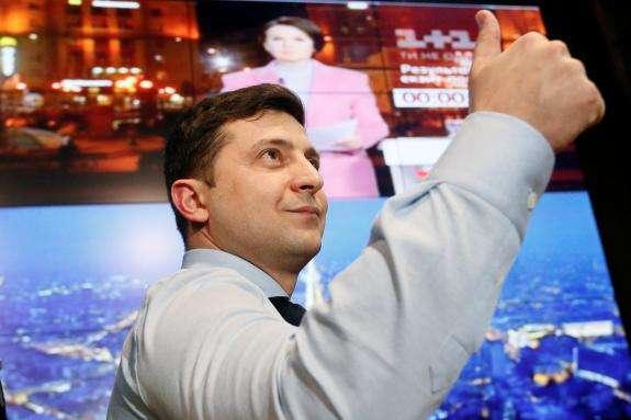 Шок: Зеленський завів акаунт президента в Twitter і відразу підписався на Кремль і Медведєва (фото)