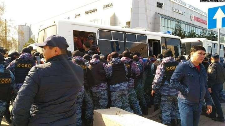 <p>Учасники акції протесту в Нур-Султані, Казахстан, 1 травня 2019 року</p><p></p> — У Казахстані пройшли акції проти виборів президента, затримано понад 100 людей
