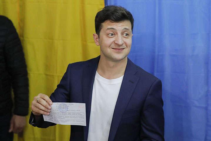 Сьогодні  судитимуть Зеленського: що загрожує новому президенту (Документ)