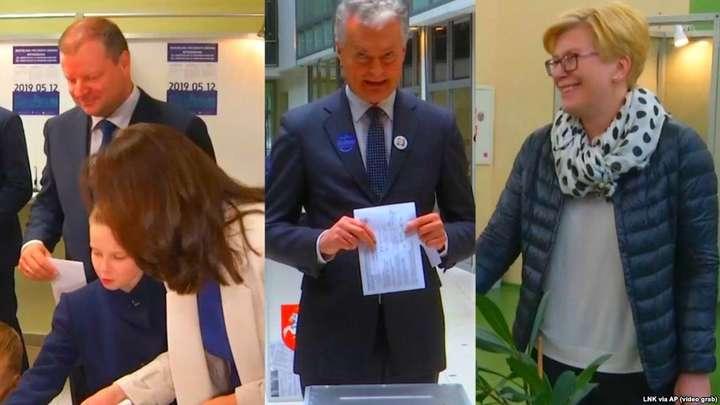<span>Комбінований відеокадр: голосують Саулюс Скверняліс із родиною, Ґітанас Науседа, Інґріда Шимоніте</span> — У Литві відбулися президентські вибори