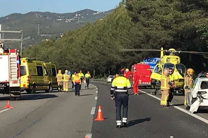 У Каталонії не менше 25 людей постраждали у масовій ДТП