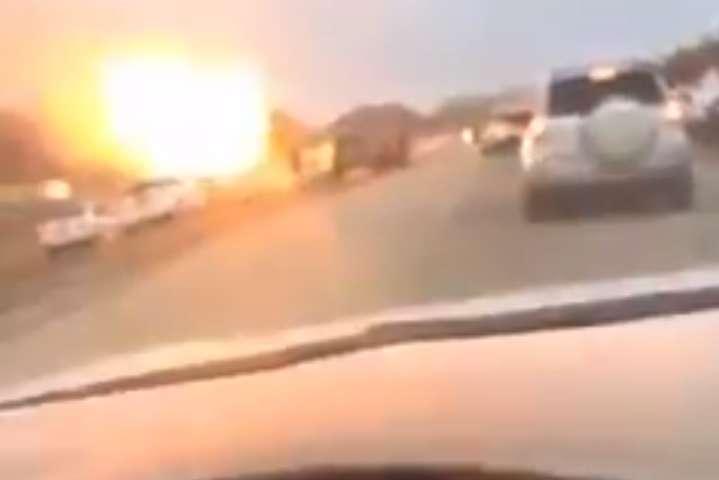 Очевидці зняли на відео один із вибухів, які сталися в порту в ОАЕ — Саудівська Аравія заявила про диверсію щодо своїх танкерів в ОАЕ