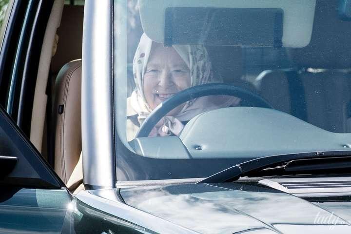 Єлизавета II приїхала на кінні змагання на Range Rover (фото)