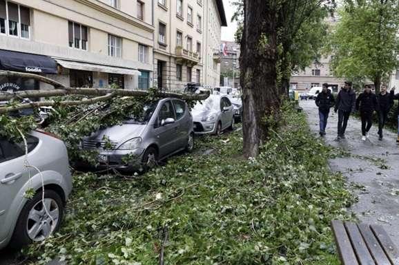 <div class=&quot;post-item__photo-author&quot;>У Хорватії вирує небувалий ураган</div>