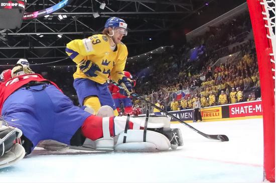 Маріо Кемпе — один з тих, хто поліпшив особисту статистику завдяки розгрому норвежців — Швеція розгромила Норвегію на чемпіонаті світу з хокею