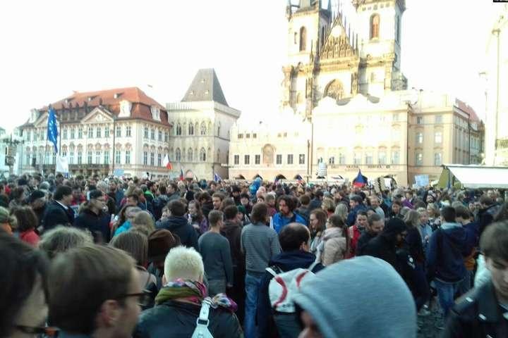 <p>Масштабна акція протесту проходила на Староміській площі Праги Об этом сообщает <a href=