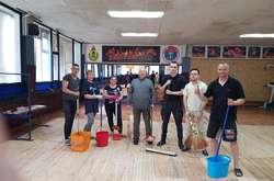 Фото: — Батьки і тренери самі полагодили зруйнований зал