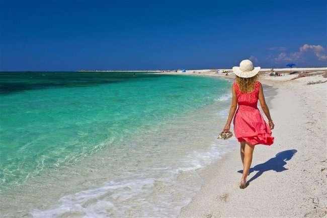 Пляжі Сардинії часто порівнюють з курортами Карибського моря — Пляжі Сардинії посилено охороняє поліція через крадіжки піску