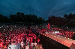 Фото: — Побачити живий виступ кумира мільйонів і почути знамениті треки можна було абсолютно безкоштовно