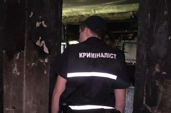 На місці працювала слідчо-оперативна група — У квартирі на Оболоні стався вибух: є жертва (фото, відео)