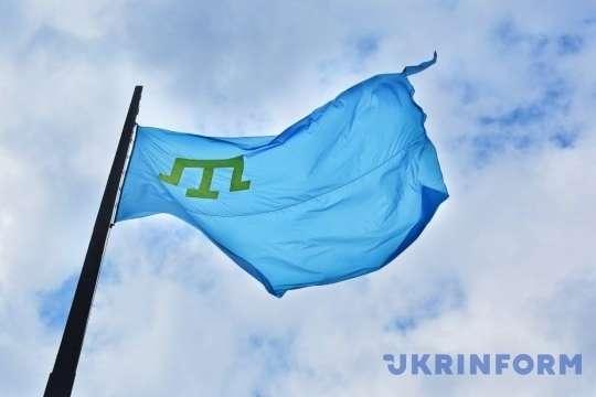 Кримськотатарський прапор піднімається над мерією великого канадського міста вже не вперше — В канадському Едмонтоні підняли кримськотатарський прапор