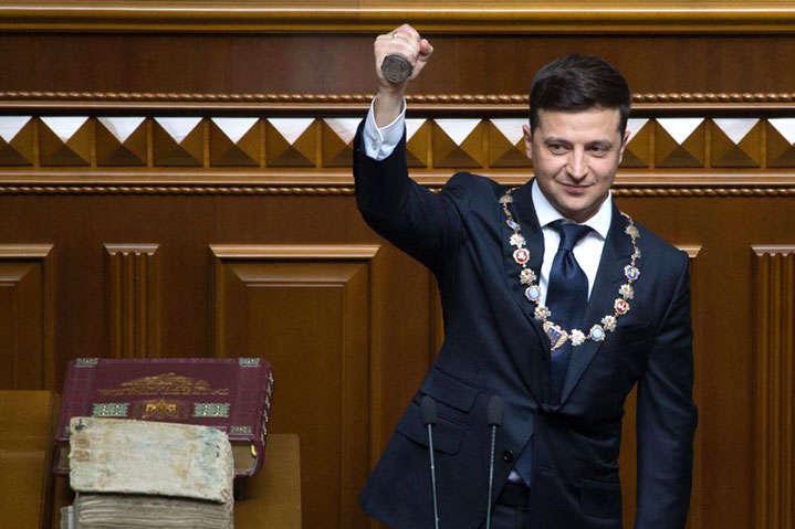 Президент Володимир Зеленський під час своє інавгурації — Зеленський вирішив почати своє президентство з антиконституційного кроку