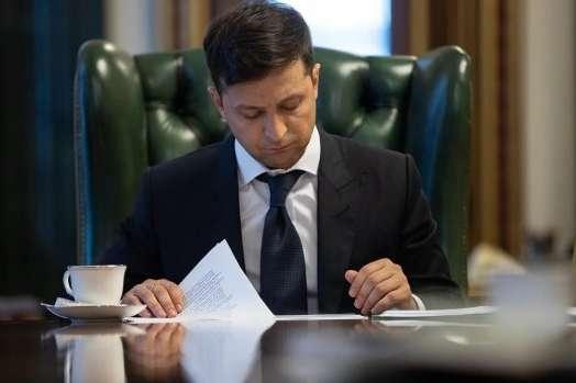 Курйоз: Зеленський в указі неправильно написав власне прізвище (фото)