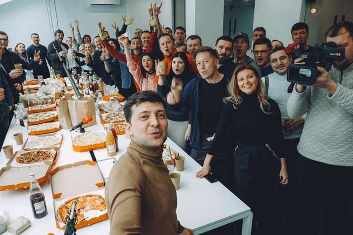 Команда Володимира Зеленського розпочала свою виборчу кампанію з оголошення наміру провести референдум про мир із Росією