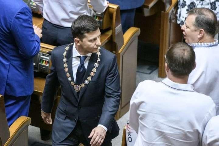 «Погано почав - погано закінчиш». Як парламент показав Зеленському дулю (фото)